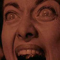 """Sherry Moreland als Scream Queen in einem Szenenfoto aus dem Film """"Rakete Mond startet"""" (Rocketship X-M, USA 1950) von Kurt Neumann"""