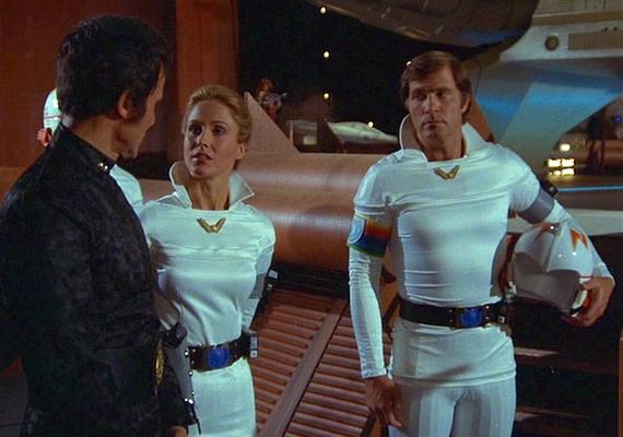"""Szenenfoto aus dem Film """"Buck Rogers"""" (Buck Rogers in the 25th Century; USA 1979) von Daniel Haller; Erin Gray und Gil Gerard"""