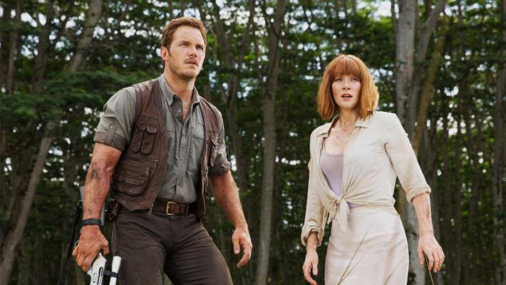 "Szenenfoto aus dem Film ""Jurassic World"" (USA 2015); Chris Pratt und Bryce Dallas Howard"