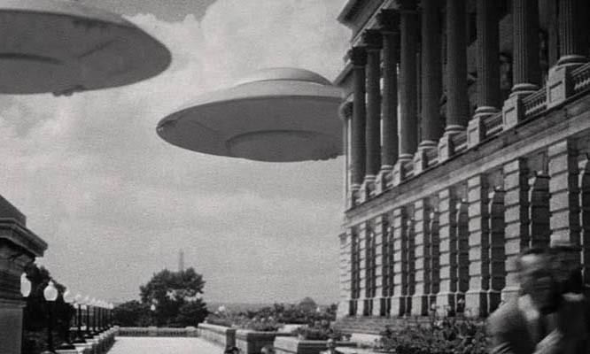 Fliegende Untertassen greifen an (USA 1956) Szenenfoto von den UFOs über Washington, D.C.