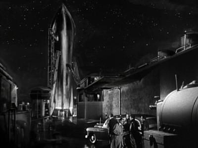 Rakete Mond startet (Rocketship X-M) Szenenbild der Rakete RXM auf dem Startfeld