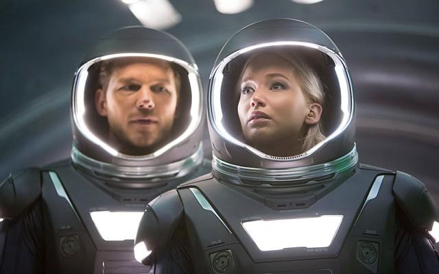"""Szenenfoto aus dem Film """"Passengers"""" (USA 2016) von Morten Tyldum; Jennifer Lawrence und Chris Pratt"""