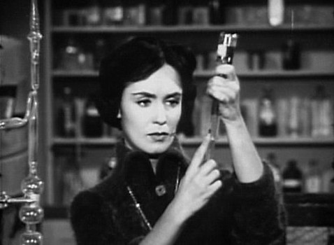 "Szenenfoto aus dem Film ""The Wasp Woman"" (USA 1959) von Roger Corman; Susan Cabot"