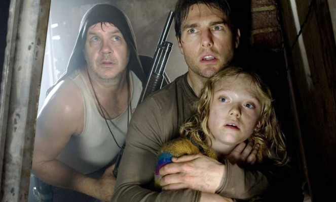 "Tim Robbins, Tom Cruise und Dakota Fanning in ""Krieg der Welten"" (War of the Worlds, USA 2005)"