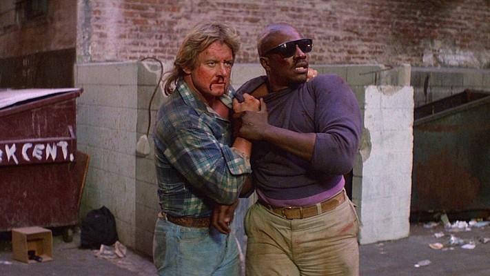 """Szenenfoto aus dem Film """"Sie leben"""" (They Live, USA 1988) von John Carpenter; Roddy Piper und Keith David"""