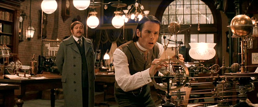 "Szenenfoto aus dem Film ""The TIme Machine"" (USA 2002) von Simon Wells; Guy Pearce und Mark Addy"