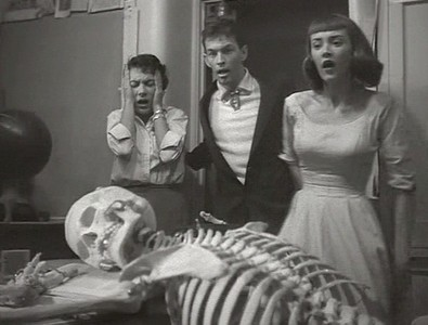 Teenagers from Outer Space (USA 1959) Szenenfoto mit Ursula Pearson, David Love und Dawn Bender
