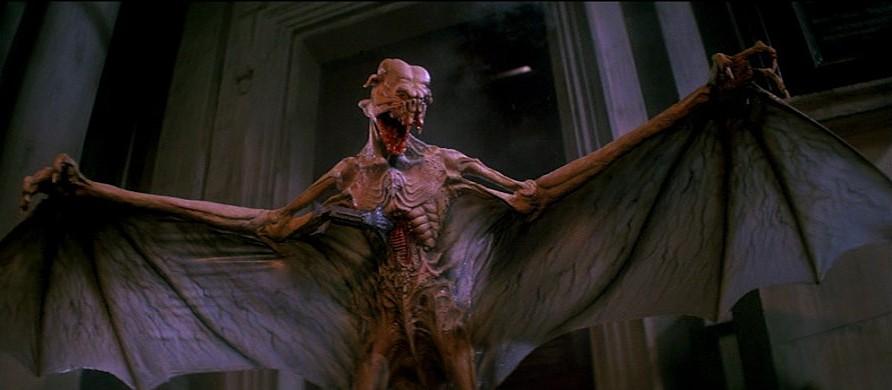 """Dämon bzw. Vampir in einem Szenenfoto aus dem Film """"Lifeforce"""" (GB 1985) von Tobe Hooper"""