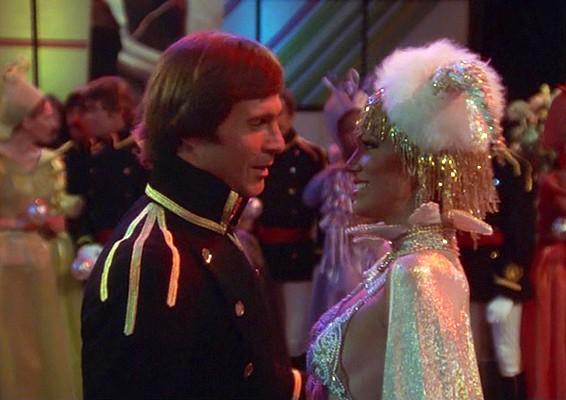 """Szenenfoto aus dem Film """"Buck Rogers"""" (Buck Rogers in the 25th Century; USA 1979) von Daniel Haller; Pamela Hensley und Gil Gerard"""