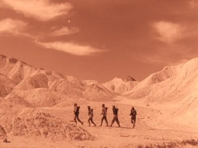 Rakete Mond startet (Rocketship X-M) Szenenbild mit der Crew auf dem Mars