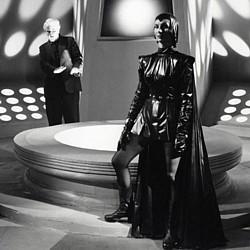 """Patricia Laffan in einem Szenenfoto aus dem Film """"Devil Girl from Mars"""" (UK 1954)"""