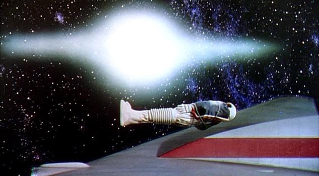 """Szenenfoto aus dem Film """"Die Eroberung des Weltraums"""" (Conquest of Space, USA 1955) von George Pal und Byron Haskin; Weltraum-Beerdigung"""