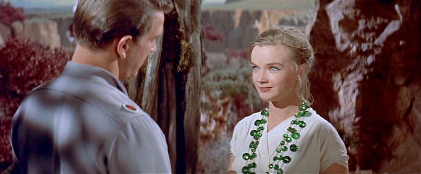 """Szenenfoto aus dem Film """"Alarm im Weltall"""" (Forbidden Planet, USA 1956) von Fred McLeod Wilcox; Leslie Nielsen und Anne Francis"""