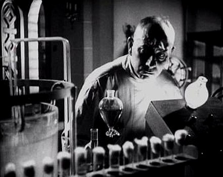 "Szenenfoto aus dem Film ""The Lady and the Monster"" (USA 1944) von George Sherman; Erich von Stroheim"