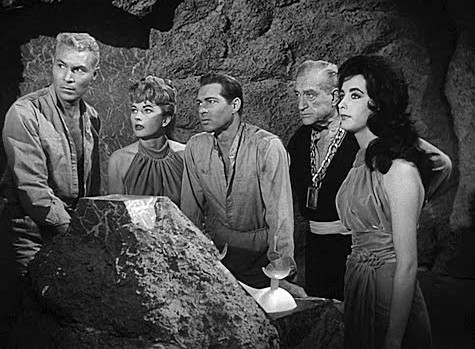 "Szenenfoto aus dem Film ""The Phantom Planet"" (USA 1961) von William Marshall; Dean Fredericks, Coleen Gray, Anthony Dexter,Francis X. Bushman und Dolores Faith"