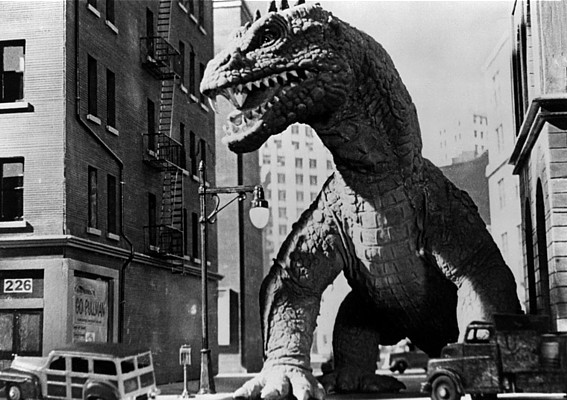 "Der Rhedosaurus in einem Szenenfoto des Films ""Panik in New York"" (The Beast from 20.000 Fathoms, USA 1953)"