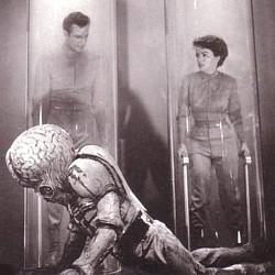 """Ausschnitt vom Buchcover des Sachbuchs """"Kino des Utopischen"""" (1980) von Georg Seeßlen mit einem Szenenfoto aus """"Metaluna 4 antwortet nicht"""" (This Island Earth, USA 1955)"""