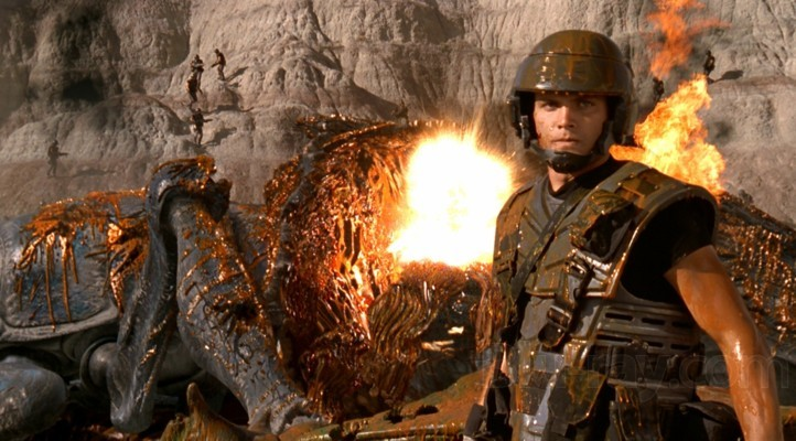 Casper van Dien als Johnny Rico im Gefecht in Starship Troopers (USA 1997)