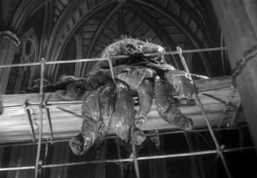 "Szenenfoto aus dem Film ""Schock"" (The Quatermass Xperiment, GB 1955) von Val Guest; das Monster"