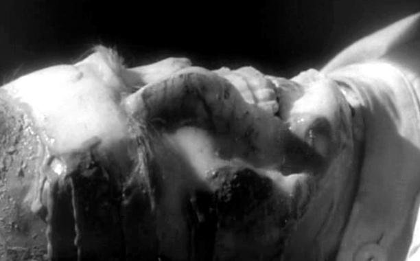 """Szenenfoto aus dem Film """"XX . . . Unbekannt"""" (X the Unknown, GB 1956) von Leslie Norman"""
