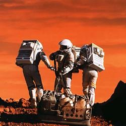 """Szenenfoto aus dem Film """"Mission to Mars"""" (USA 2000) von Brian de Palma; Astronauten auf dem Mars"""