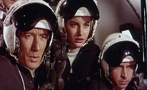 """Szenenfoto zu dem Film """"Assignment Outer Space"""" (Space Men, Italien 1960) von Antonio Margheriti; Dave Montresor, Gabriella Farinon und Alain Dijon"""