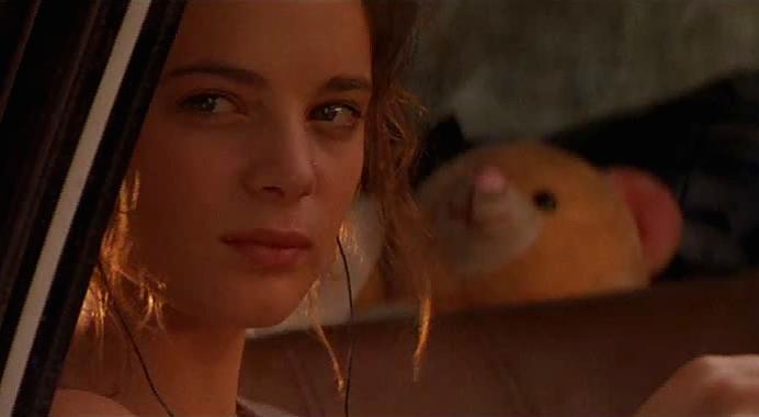 """Szenenfoto aus dem Film """"Body Snatchers"""" (USA 1993) von Abel Ferrara; Gabrielle Anwar"""