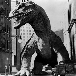 "Szenenfoto aus dem Film ""Panik in New York"" (The Beast from 20.000 Fathoms, USA 1953); der Rhedosaurus"