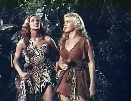 """Szenenfoto aus dem Film """"Amazonen des Urwalds"""" (Prehistoric Women, USA 1950)"""