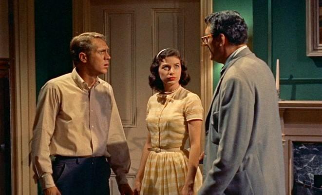 """Szenenfoto aus """"Blob -- Schrecken ohne Namen"""" (The Blob, USA 1958) von Irvin S. Yeaworth Jr.; Steve McQueen, Aneta Corsaut und Stephen Chase"""