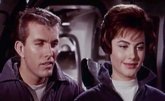 """Szenenfoto zu dem Film """"Assignment Outer Space"""" (Space Men, Italien 1960) von Antonio Margheriti; Rik von Nutter und Gabriella Farinon"""