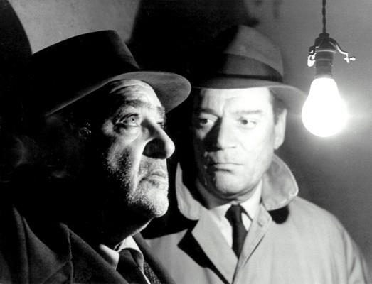 """Szenenfoto aus dem Film """"Lemmy Caution gegen Alpha 60"""" (Alphaville, Frankreich/Italien 1965) von Jean-Luc Godard; Akim Tamiroff und Eddie Constantine"""