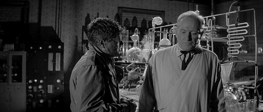 """Szenenfoto zu dem Film """"Im Sumpf des Grauens"""" (The Alligator People, USA 1959); Richard Crane und George Macready"""