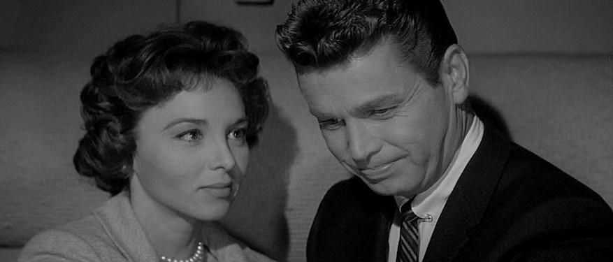 """Szenenfoto zu dem Film """"Im Sumpf des Grauens"""" (The Alligator People, USA 1959); Beverly Garland und Richard Crane"""