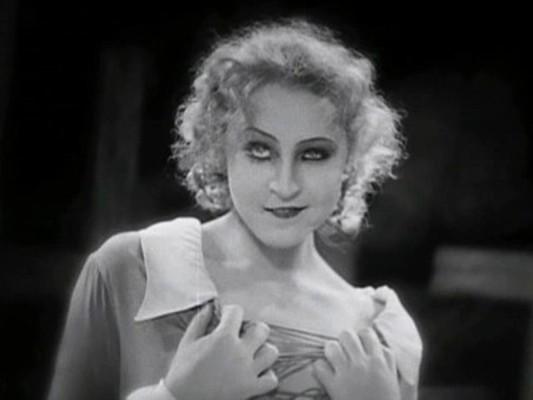 Metropolis (1927) Szenenfoto mit Brigitte Helm als durchtrieben falsche Maria