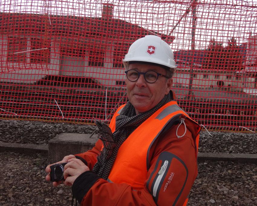 Auch Roland Lauener, Liegenschaftsverantwortlicher der Victorinox AG verfolgt mit Interesse den Rückbau des markanten Usego Turms