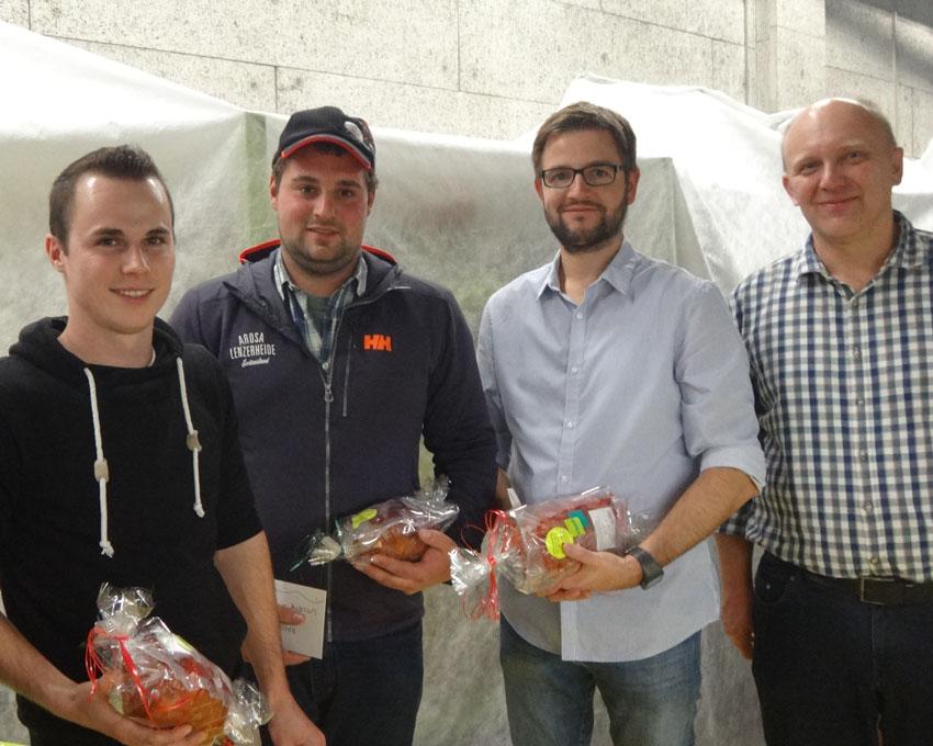 Auch schon wieder seit 5 Jahren dabei v.l.n.r.: Erich Nideröst, Adrian Weber und Marco Imhof zusammen mit Lukas Käppeli
