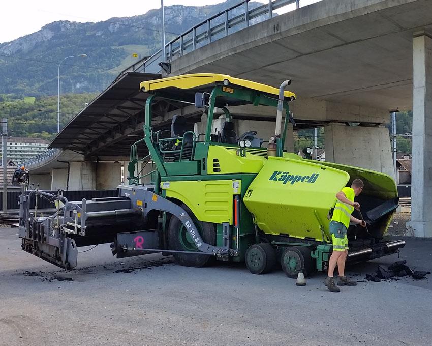 Nach getaner Arbeit wird die Maschine sauber gereinigt und für den nächsten Einsatz bereit gemacht.
