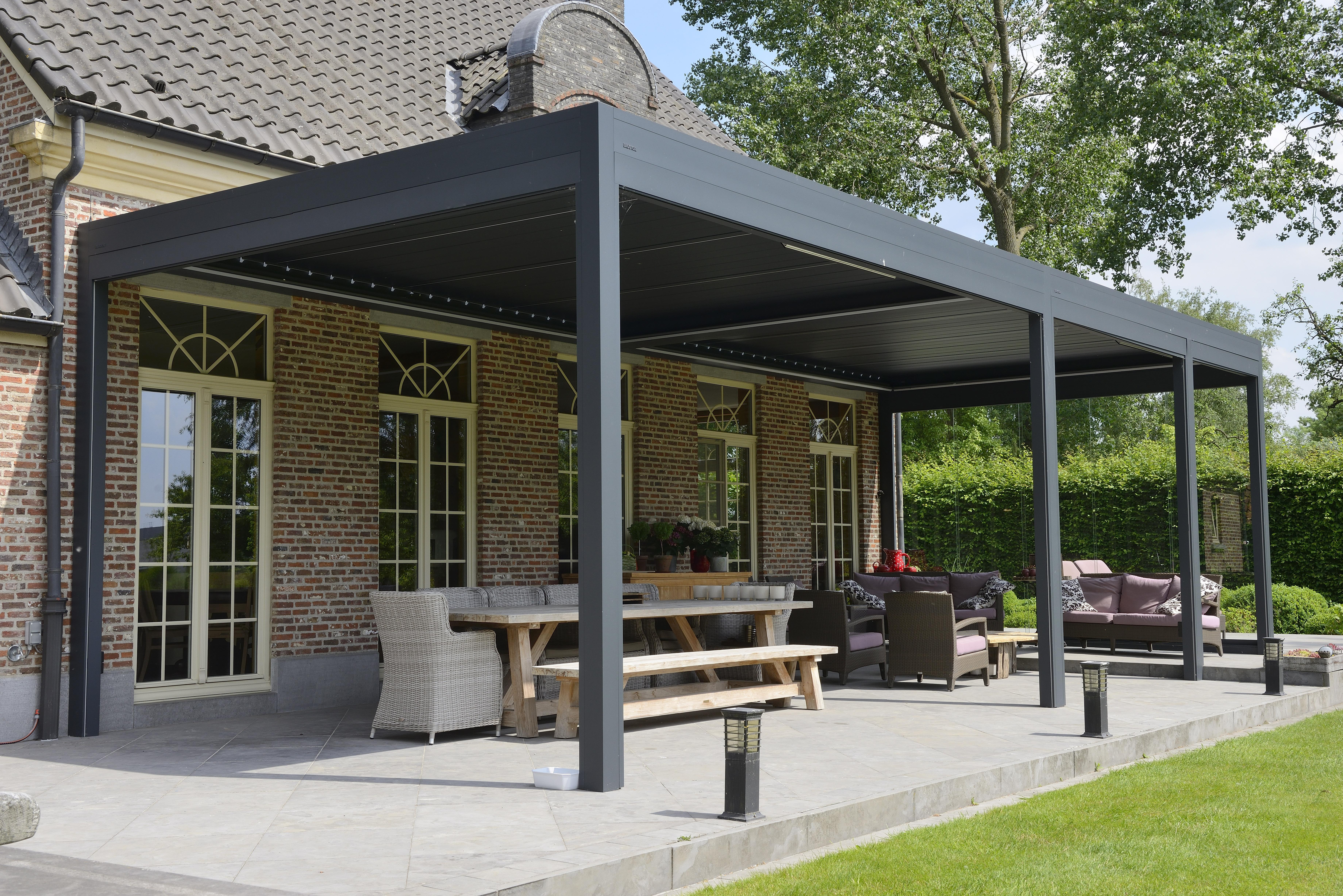 Das Lamellendach Die Terrassenuberdachung Von Morgen Ihr Fachbetrieb Fur Sonnenschutz Aus Passau