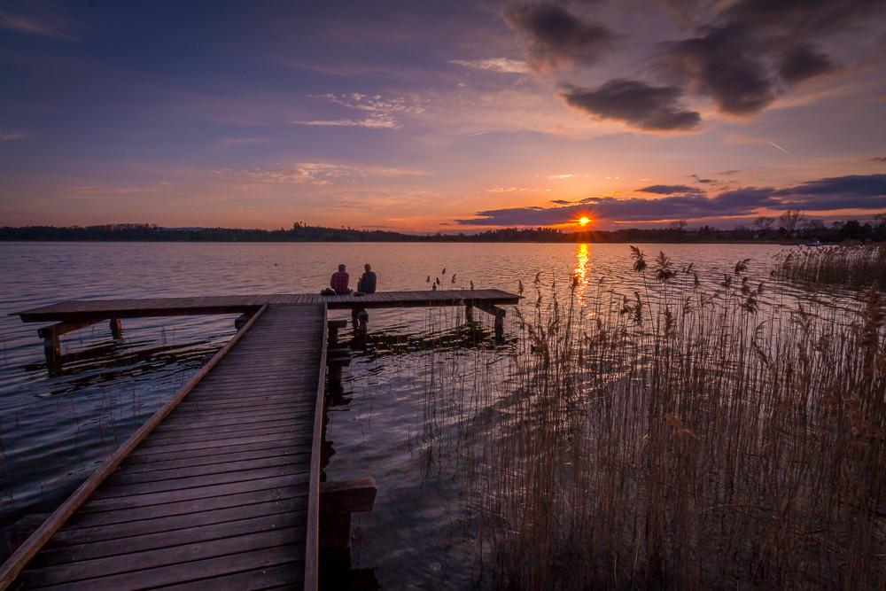 Sommerlicher Sonnenuntergang südöstlich des Seequais