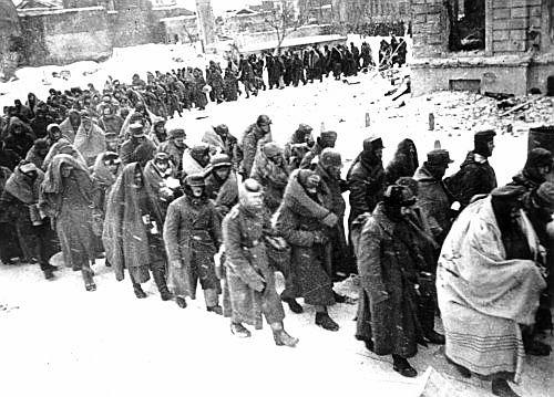 La catástrofe militar nazi alemana en el Volga alcanza su punto más bajo con la capitulación del 6º Ejército al mando del Mariscal de Campo Friedrich Paulus. El Ejército nazi alemán tan fuerte ya no existe más.
