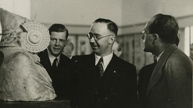 Heinrich Himmler en el Museo Arqueológico Nacional en Madrid.