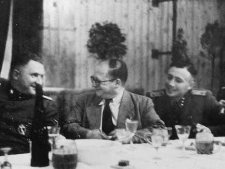 Karl Höcker (izquierda) con Carl Clauberg (centro)