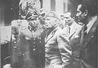 Se cree que esta es la última fotografía de Benito Mussolini, tomada tres días antes de su muerte.