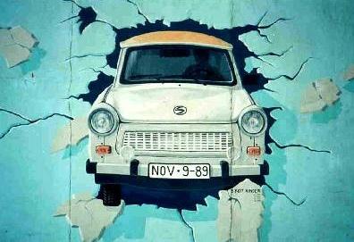 Célebre mural, icono de la caída del Muro de Berlín. Bogdangiusca.