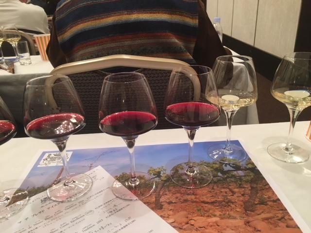 白2と赤4の素晴らしいワインをテイスティング