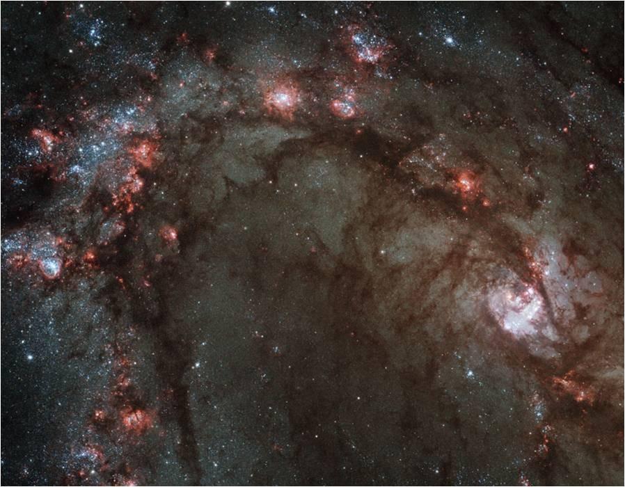 """El centro de la galaxia M83, vista por el """"reacondicionado"""" Hubble"""
