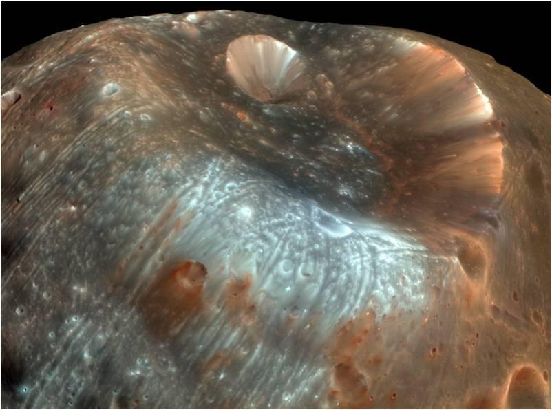 Un enorme cráter en Fobos, una de las dos lunas de Marte