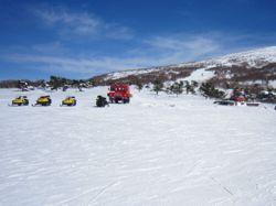 奥ダボスで待機する雪上車