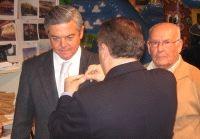 Imposición Insignia de oro al Alcalde de la Linea de la Concepción